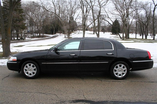 Lincoln Town Car Limo Service In Chicago